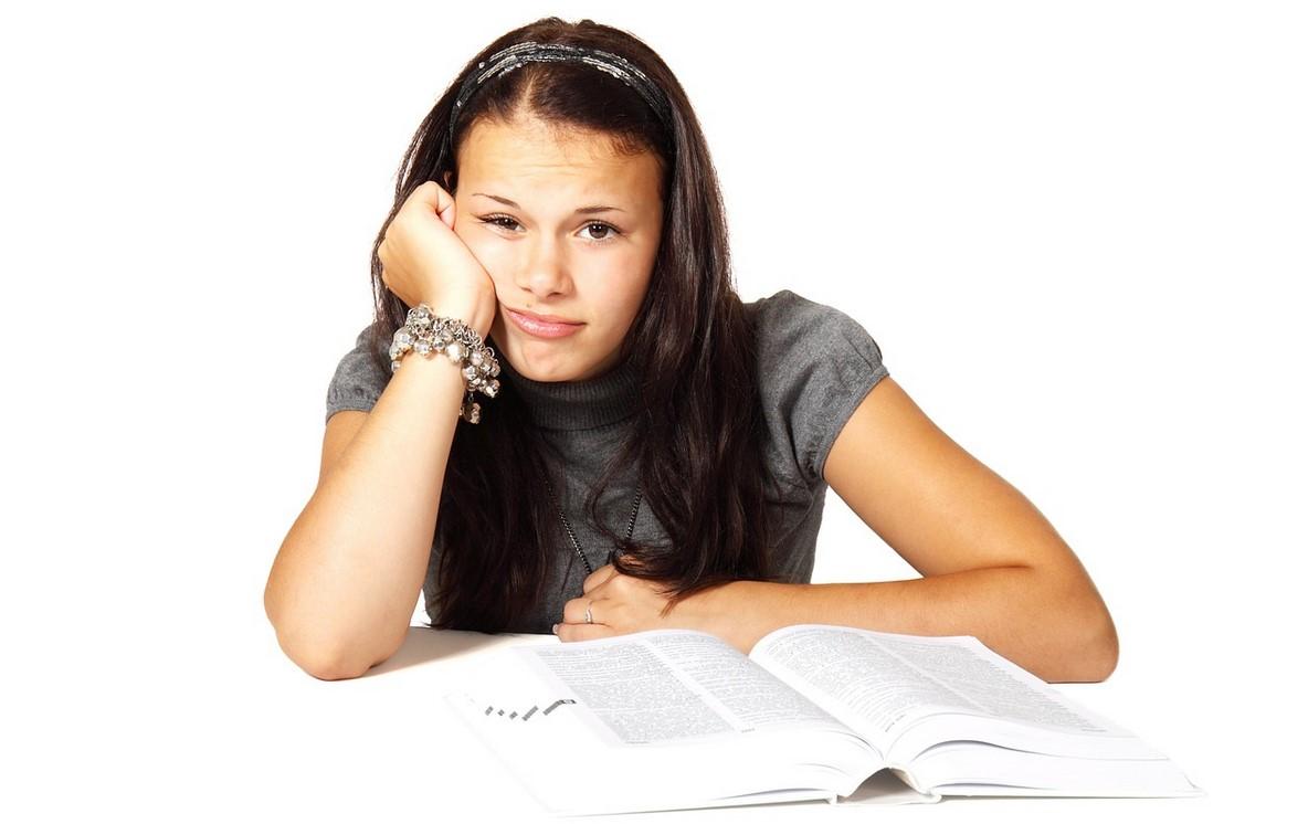 Stres i akne - kako sprečiti pojavu bubuljica pred ispit